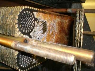 placa intercambiadora de calor ensuciada en un generador de agua dulce